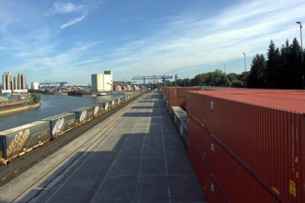 Hafen Koeln-Niehl/Docks Cologne-Niehl. Tommy Schmucker 12/08/2012. [CC BY-SA 3.0]